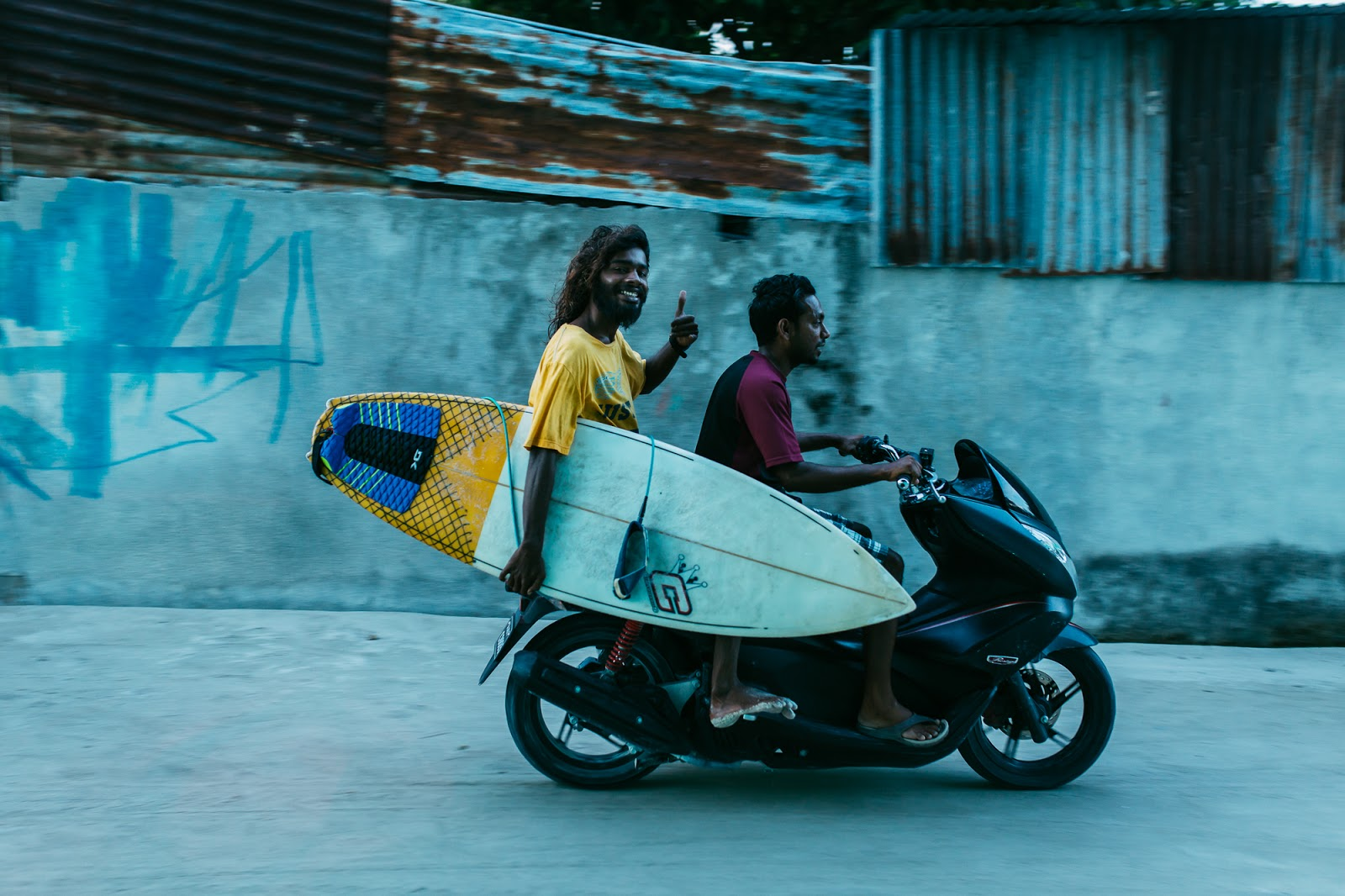 Local surf transfer in motorbike Maldives